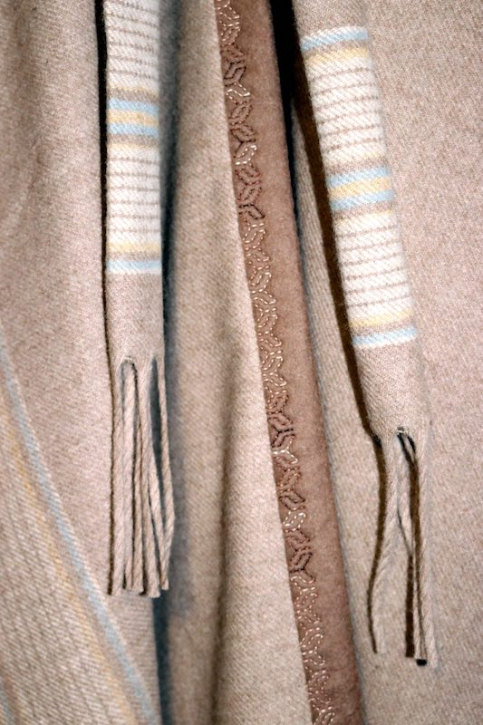 Ruana ties and binding