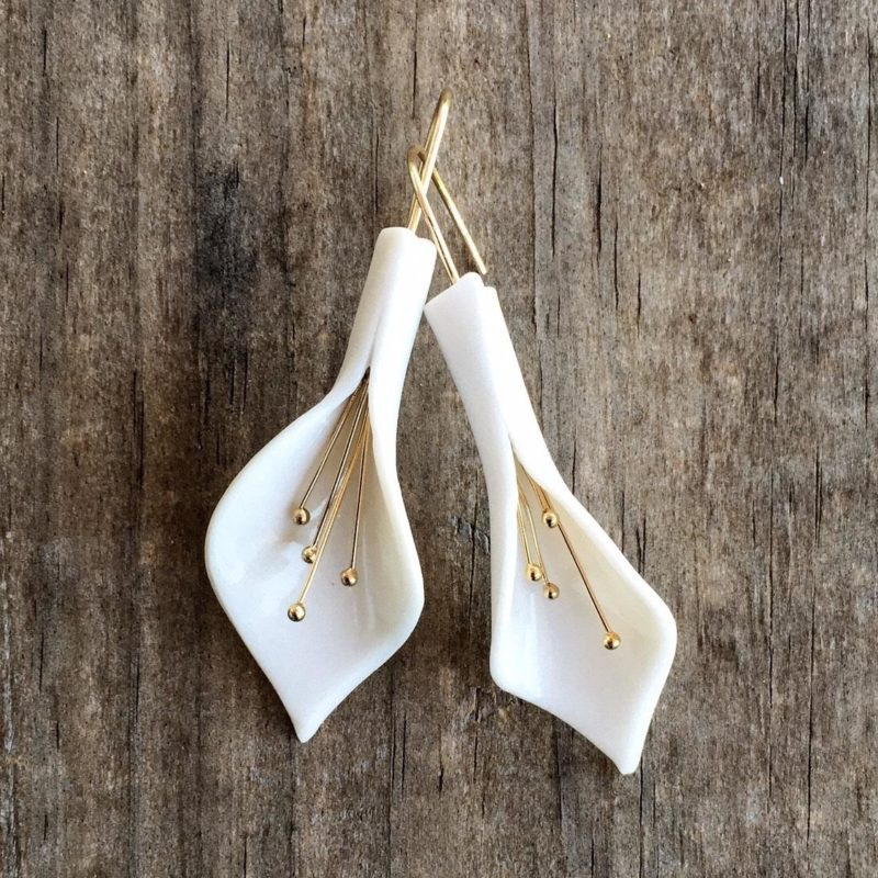 Porcelain earrings with a touch of gold