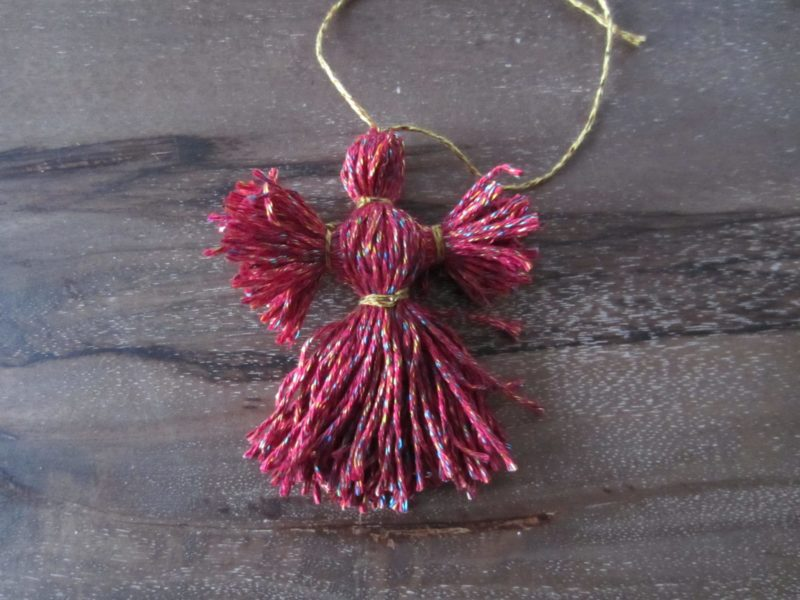 The finished yarn ornament