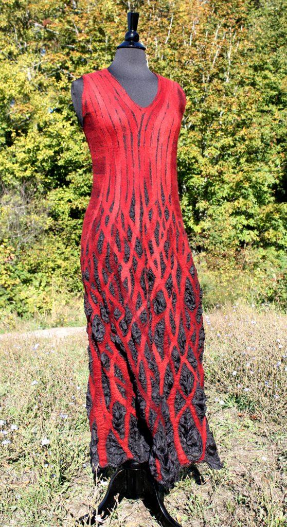 Flóra Carlile-Kovács black-red