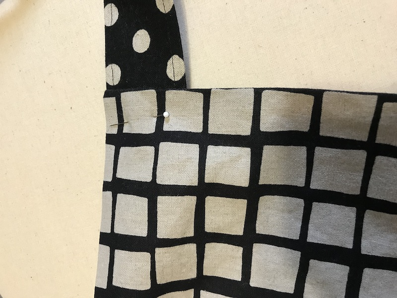 Pinning straps to the front of the apron