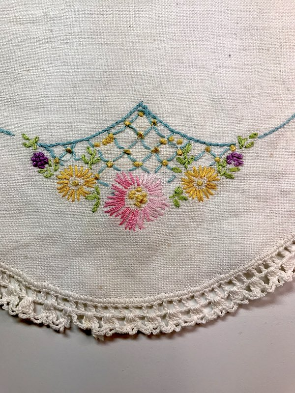 Vintage dresser scarf with flower embroidery