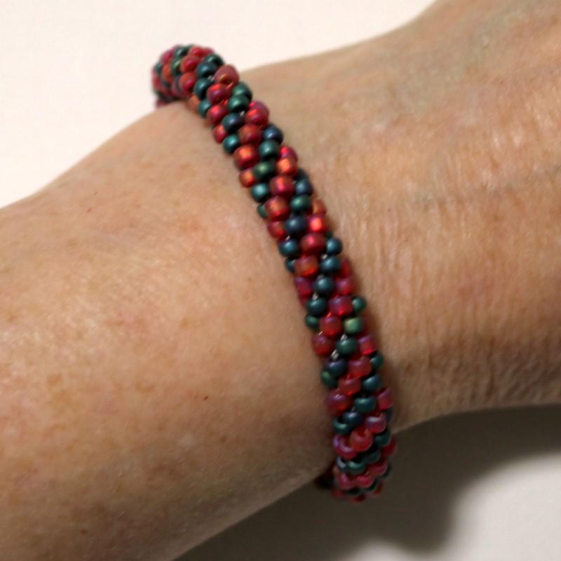 Make Kumihimo Bracelet Worn on Wrist