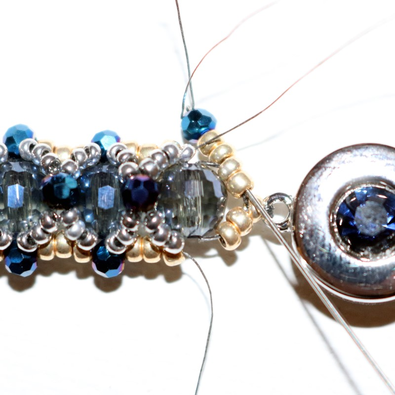Lookin Glass Bracelet add 1 mm and 2 11s then stitch through 2 existing 11s